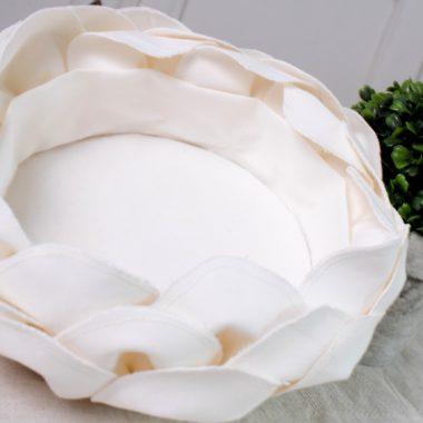 Corbeille pétales en lin blanc